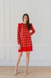 flanelové šaty s červeným plisé