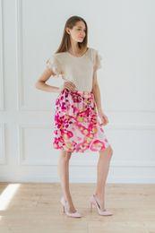 kvetovaná sukňa s volánmi