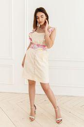 šaty s farebným volánom
