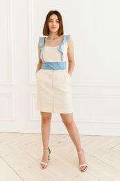 šaty s modrým volánom